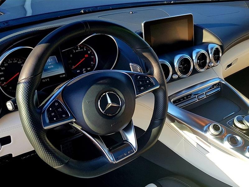 Mercedes AMG GT-4