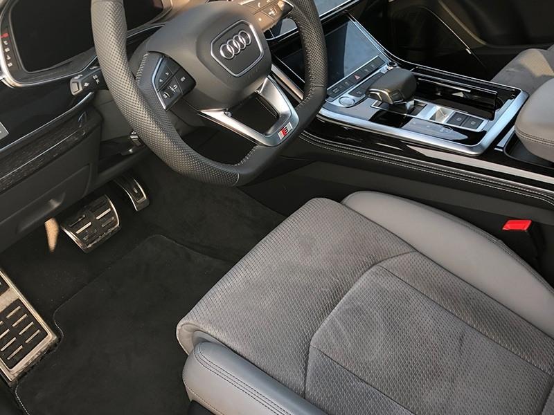 Audi Q8-5