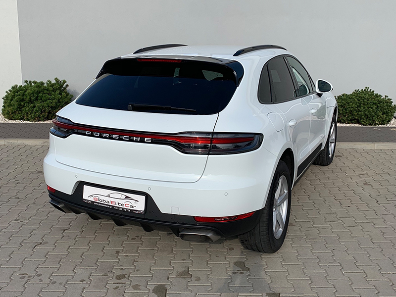 Porsche Macan-1