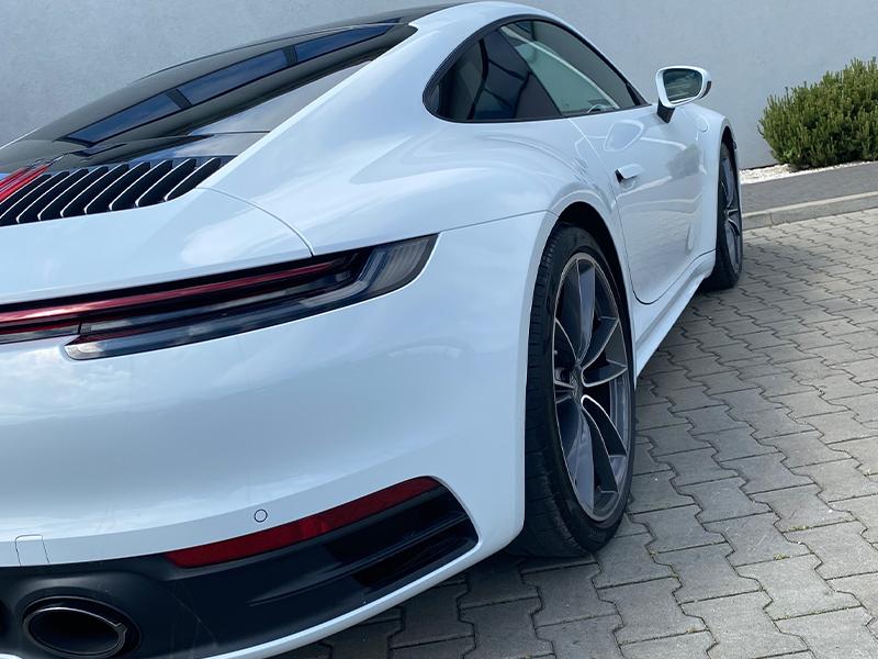 Porsche 911 Carrera- 4