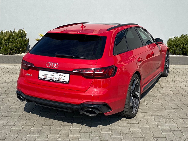 Audi RS4- 1