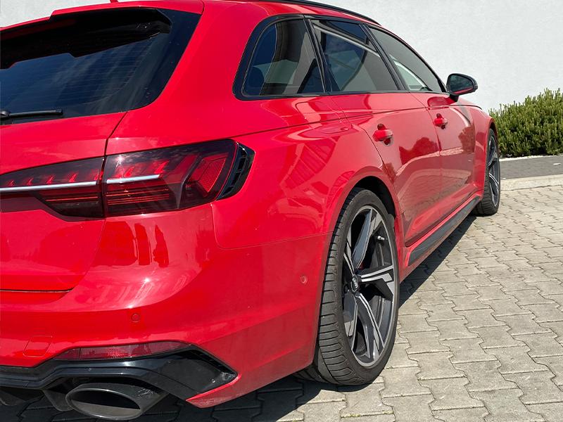 Audi RS4- 4