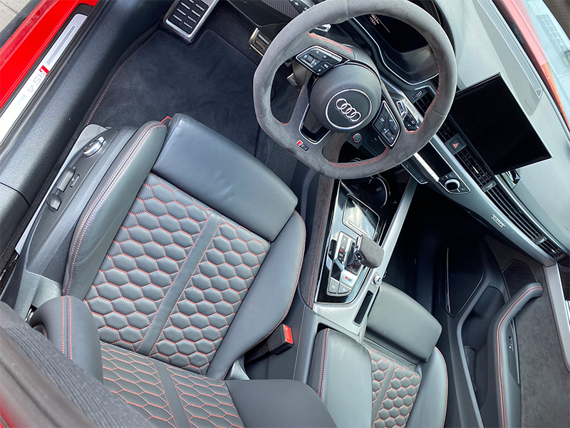 Audi RS4-5